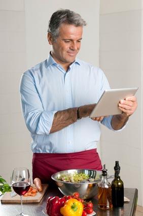 Mistrz kuchni ma przepisy zapisane w tablecie